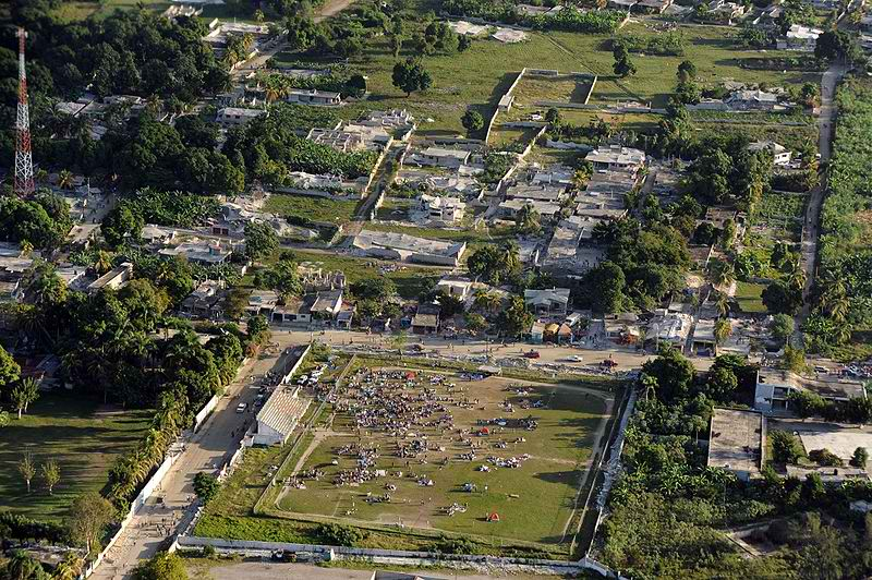 800px-Haiti_earthquake_damage_overhead