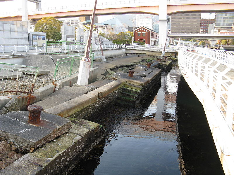 800px-Port_of_Kobe_Earthquake_Memorial_Park2