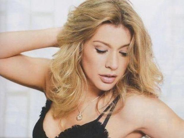 Η sexy φωτογράφιση της Έρρικας Πρεζεράκου