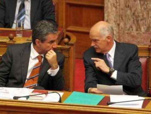 """Άτυπο υπουργικό συγκαλεί ο πρωθυπουργός μετά τη """"βόμβα"""" Λοβέρδου"""