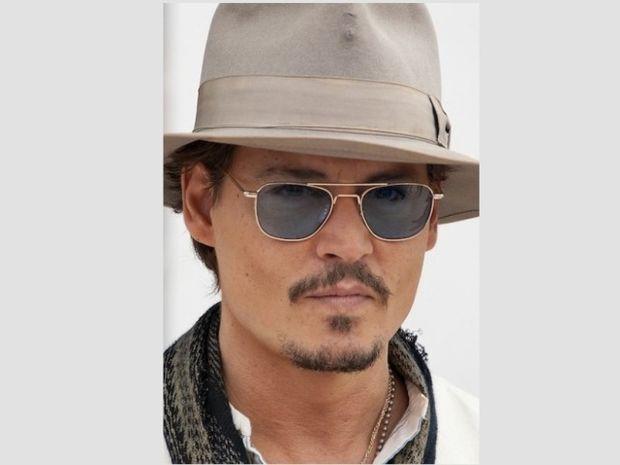 Ποιος βγάζει το καπέλο στον Johnny Depp;