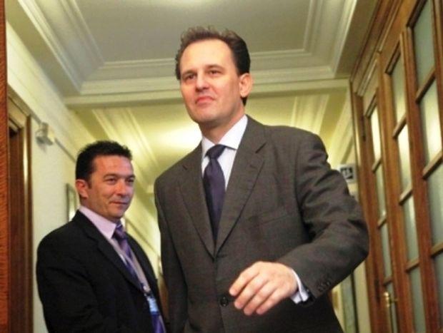 Στο «στόχαστρο» των πράσινων βουλευτών ο Δρούτσας