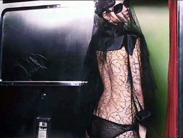 Πρώτη ματιά στην καινούργια καμπάνια Chanel