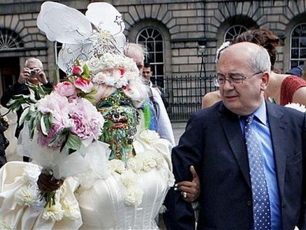 Ο γάμος της χρονιάς-Elaine Davidson feat Douglas Watson