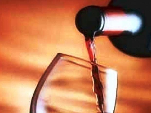 ΕΦΕΤ: Υποψίες για ίχνη γυαλιών σε παρτίδα κρασιού