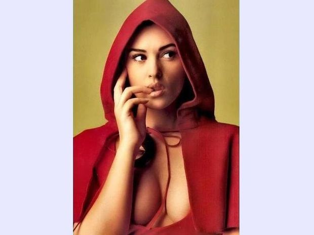 Monica Bellucci: άβαφη και ολόγυμνη !