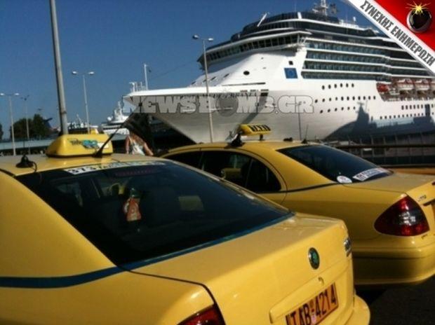 Χάος σε λιμάνι και αεροδρόμιο από οδηγούς ταξί