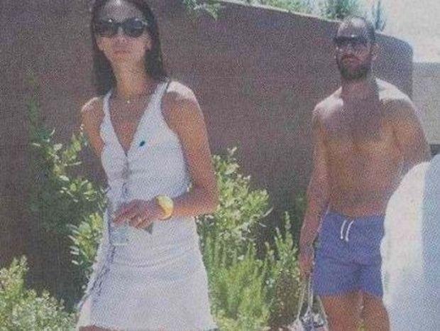 Σπανούλης - Χοψoνίδου: Oι διακοπές του νιόπαντρου ζεύγους μαζί με το παιδάκι τους