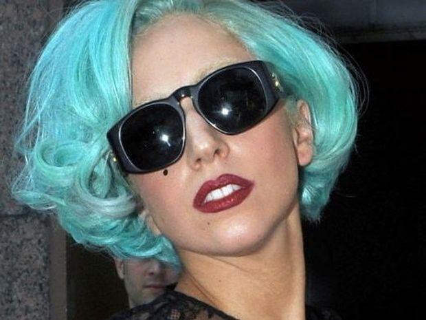 Η Lady Gaga έπιασε και πάλι κορυφή