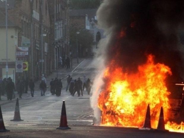 Νεκροί, λεηλασίες και χάος στη Βρετανία