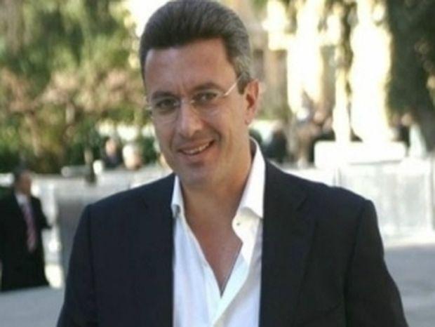 Νίκος Χατζηνικολάου: Από την παραλία, στο γραφείο (pics)