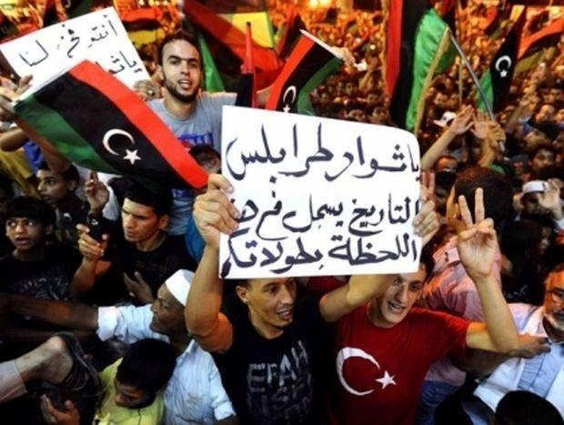Μαίνονται οι συγκρούσεις στη Λίβυη- Πλησιάζουν στο αρχηγείο του Καντάφι οι εξεγερμένοι