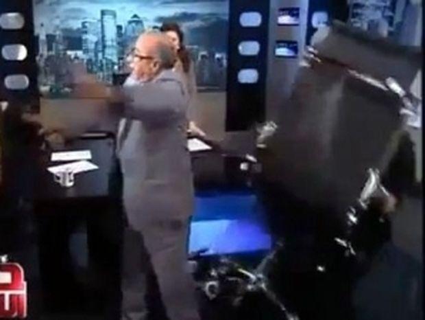 VIDEO: Άγριος καβγάς live σε κανάλι της Αιγύπτου