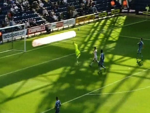 VIDEO: Τερματοφύλακας σκοράρει από την άλλη άκρη του γηπέδου!