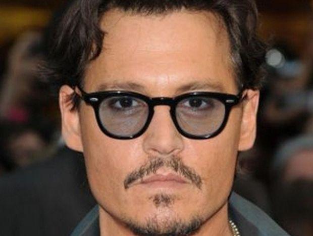 O Johnny Depp ζωγραφίζει πορτρέτα του Keith Richards