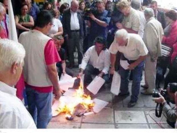 Έβαλαν φωτιά στα ειδοποιητήρια έκτακτης εισφοράς