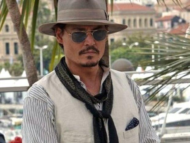 Ποιος βιάζει εδώ και χρόνια τον Johnny Depp;