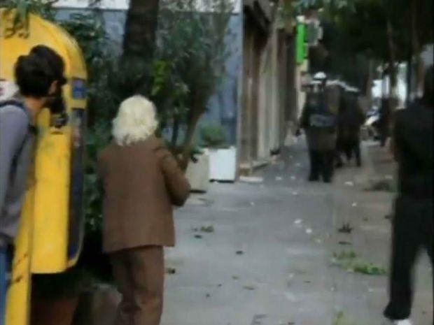 VIDEO: Μετά τον Λουκάνικο, ήρθε η επαναστάτρια γιαγιά!