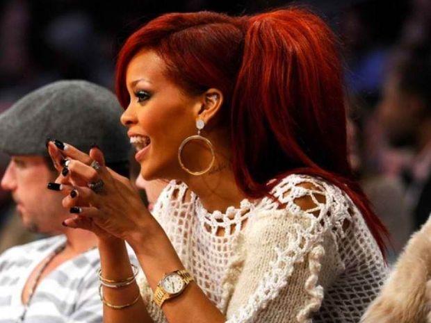 Η φωτογραφία της Rihanna που «αναστάτωσε» το Facebook