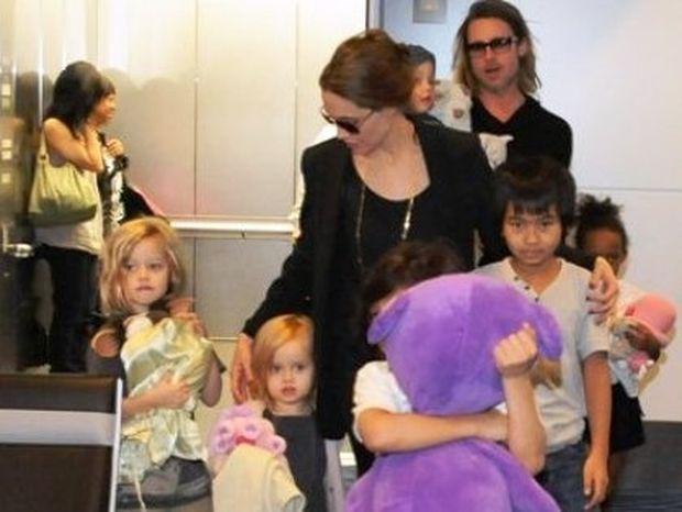 Τα παιδιά του Brad Pitt και της Αngelina Jolie με τα αγαπημένα τους λούτρινα