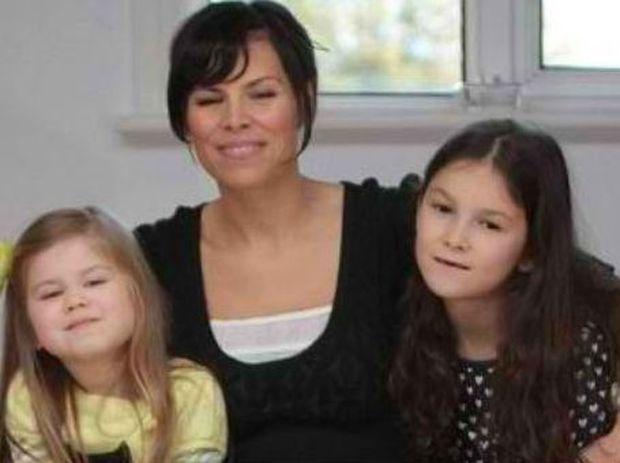ΣΥΓΚΙΝΗΤΙΚΟ: Δυο μικρά κοριτσάκια κάνουν εκστρατεία για να σώσουν την καρκινοπαθή μητέρα τους
