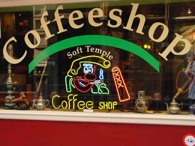 Αλλάζουν τα «coffee shops» στην Ολλανδία!