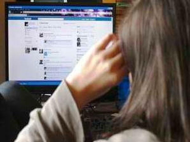 Δυο φορές περισσότεροι οι νέοι στο Facebook απ΄ότι στους εκλογικούς καταλόγους