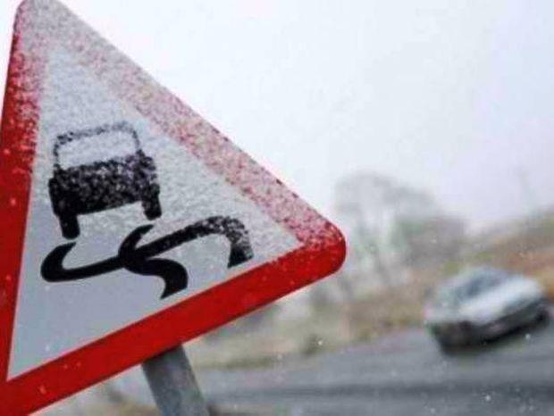 Παγωμένοι δρόμοι: συμβουλές προς οδηγούς και πεζούς