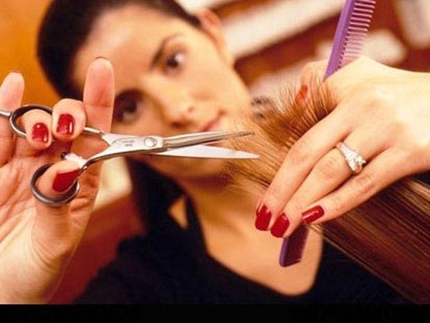 Οι hair stylists Βάσω Κάρτσωνα και Τζένη Κουκούτση γράφουν για την ιδανική συχνότητα που πρέπει να κόβετε τα μαλλιά σας