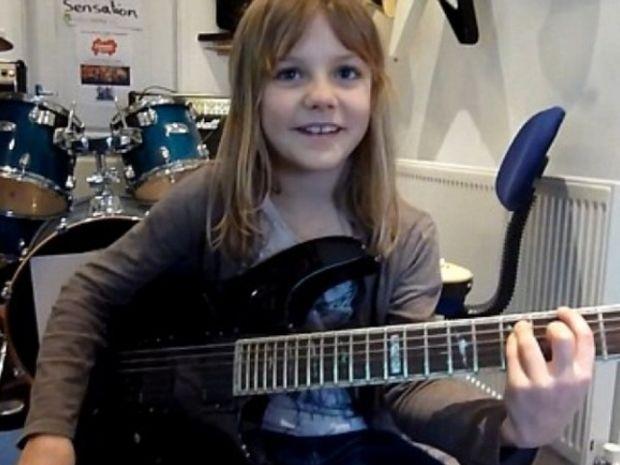 Η 8χρονη που ροκάρει και τρελαίνει το youtube!