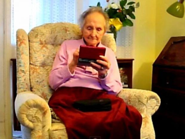 Είναι 100 ετών και παίζει σαν τρελή παιχνίδια στο Nintendo!