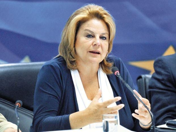 Λούκα Κατσέλη: «Οι 4 λόγοι που δεν ψήφισα το Μνημόνιο»