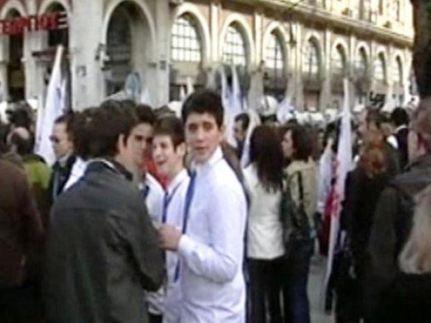 Ακόμα τους μουτζώνουν οι μαθητές στα Γιάννενα