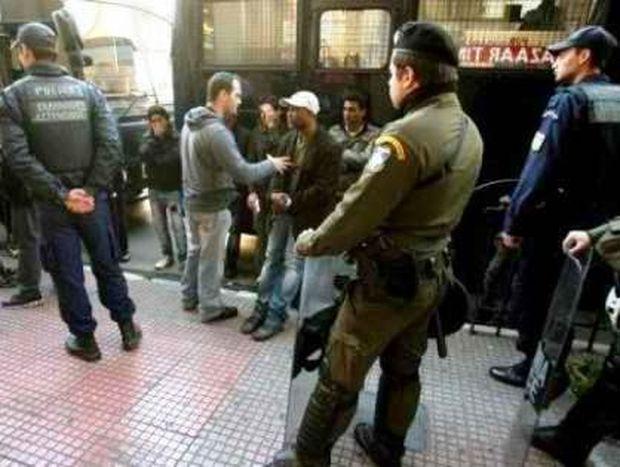 Εκατοντάδες συλλήψεις στην επιχείρηση «σκούπα» της ΕΛ.ΑΣ