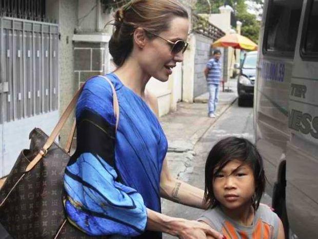 H βιολογική μητέρα του γιου της Angelina θέλει να τον δει