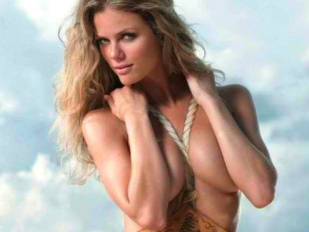 Brooklyn Decker Bodypainting!