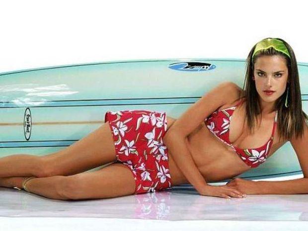 Hot Beautiful Surfer Girls