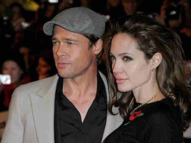 Η νυν και η πρώην γεμίζουν δώρα το Brad Pitt