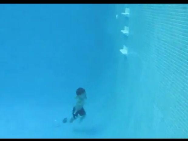 Ο μικρότερος δύτης του κόσμου! Απίστευτο βίντεο!