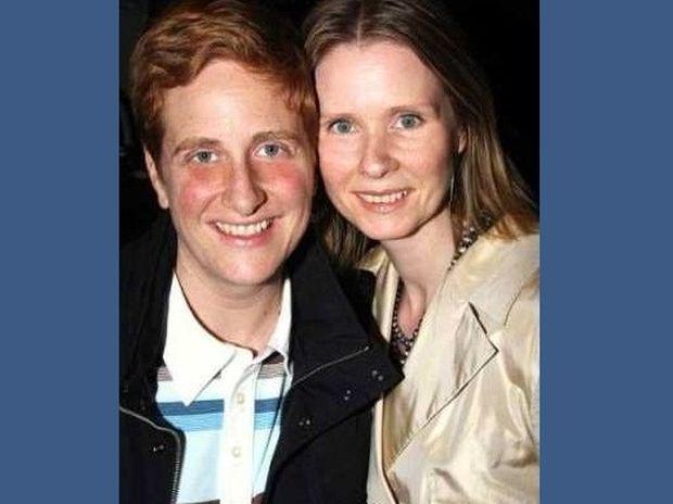 Η Μιράντα του Sex And The City παντρεύτηκε τη σύντροφό της