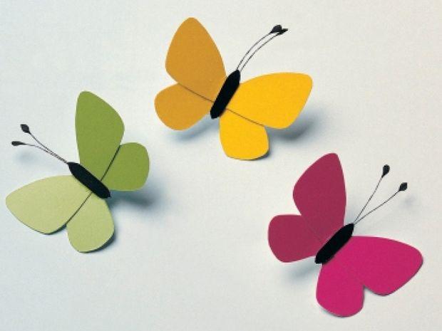 Κατασκευάστε εύκολα πολύχρωμες πεταλούδες και στολίστε το δωμάτιο της