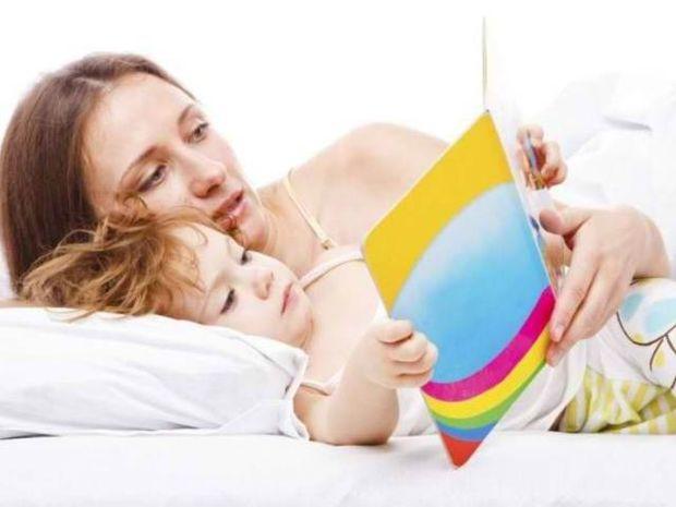 Γιατί πρέπει να διαβάζουμε παραμύθια στα παιδιά μας;