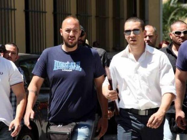 Ηλίας Κασιδιάρης: στη ΓΑΔΑ για να πάρει άδεια οπλοφορίας