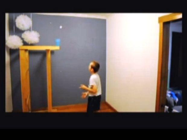 Ο 9χρονος που κάνει τα απίστευτα με ένα μπαλάκι του πινγκ-πονγκ!
