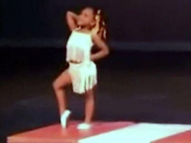 Βίντεο: Απίστευτη χορεύτρια, ετών 4!
