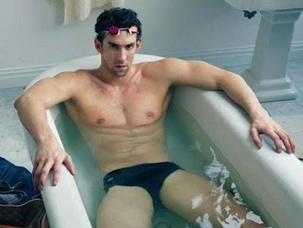 Michael Phelps: Γυμνός σε μια μπανιέρα