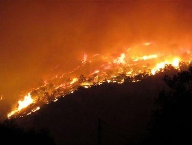 «Η Χίος, μάνα, καίγεται»