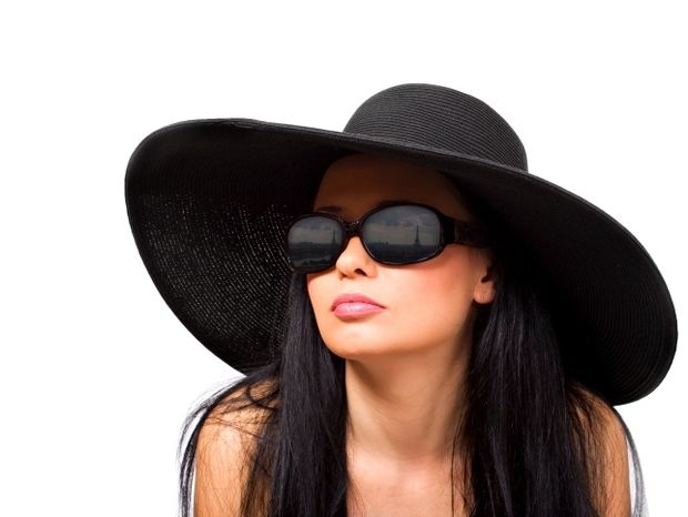 Star Stylist 24 Αυγούστου - Μαύρα γυαλιά, το απόλυτο αξεσουάρ!