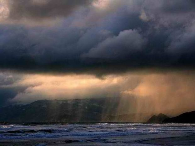 Πτώση της θερμοκρασίας και καταιγίδες την Πέμπτη