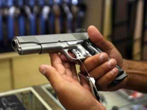 ΕΔΕ για τον αδελφό του Κασιδιάρη που τράβηξε όπλο σε αλλοδαπό